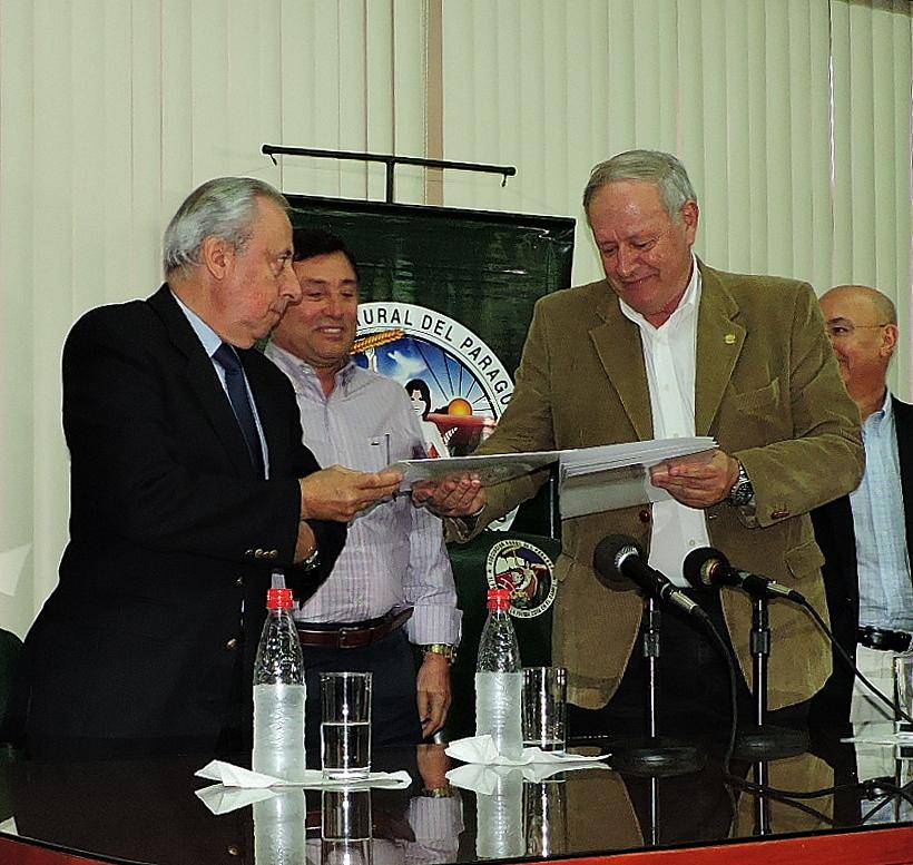 ARP y CPC firmaron acuerdo con consultor uruguayo