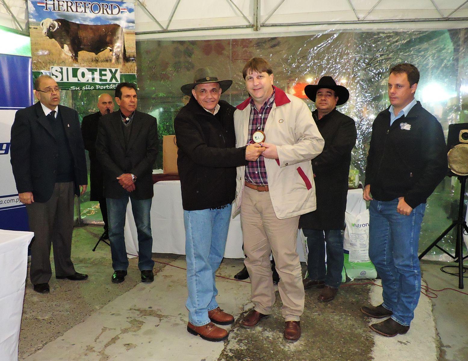 La Asociación de Criadores de Hereford  premió a los grandes campeones de la raza