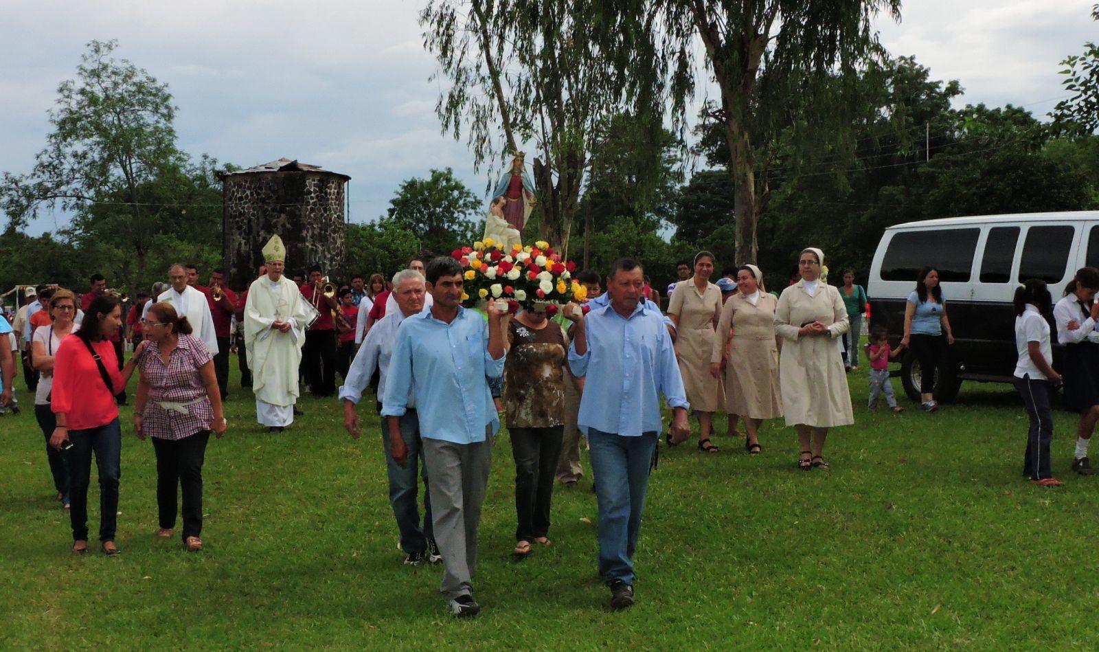 Embajadoras participaron de fiesta en honor a Santa Isabel