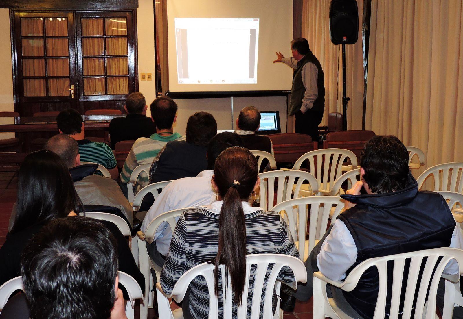 """Central Chaco ofreció conferencia sobre """"Perspectivas Climáticas 2015-2016"""""""