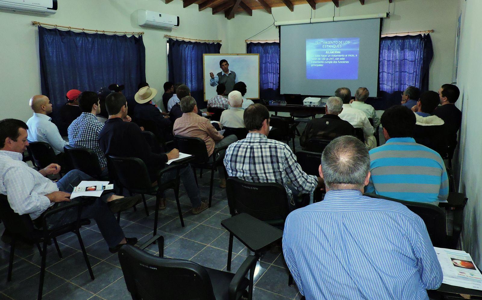 Capacitan a productores en cría de Pacú y Tilapia