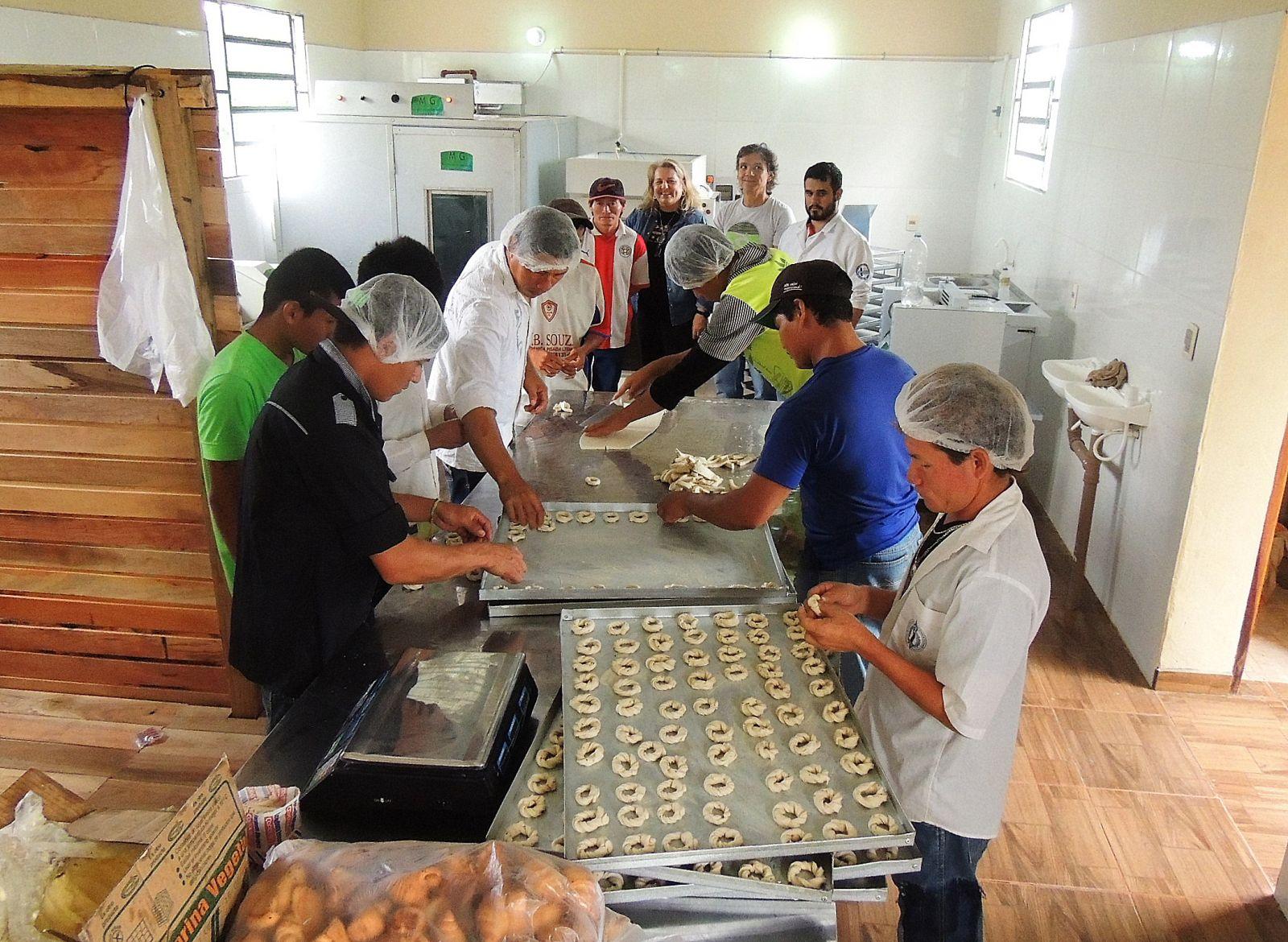 Comenzó a producir panadería de Kambay y ya surte a las familias de la zona